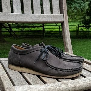 Clarks Charcoal Leather Low Profile Wallabees